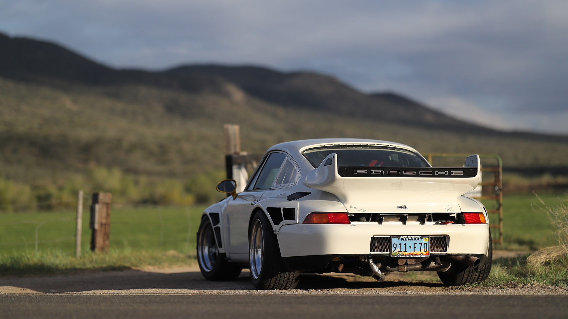 Evolving A 1974 Porsche 911 Into An 800HP Turbocharged Beast With 90s Looks